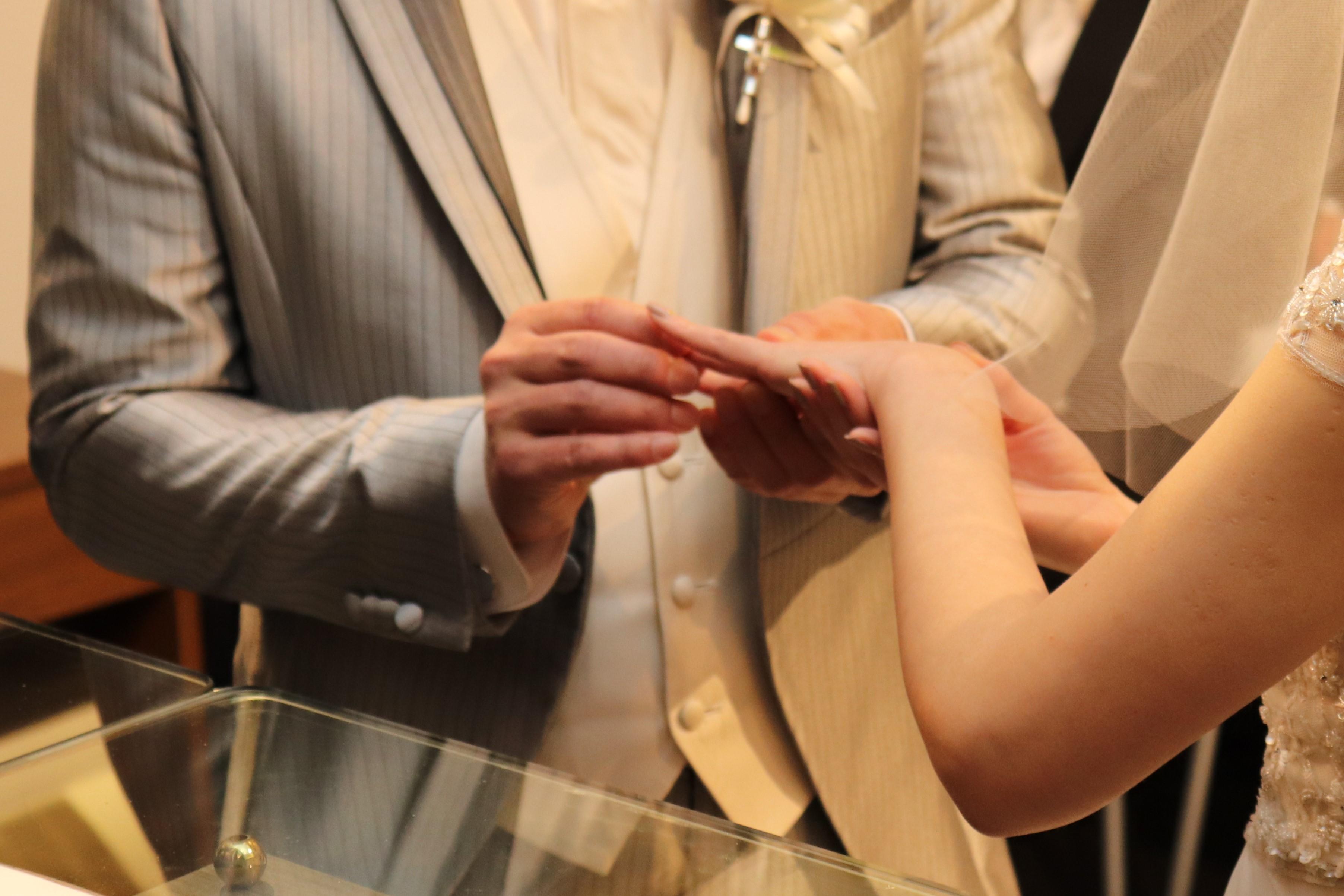 指輪の交換洋装